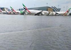L'aeroporto di Dubai finisce sott'acqua: caos voli e passeggeri arrabbiati Le piogge incessanti hanno provocato una serie di ritardi, cancellazioni e deviazioni all'aeroporto più importante del Medio Oriente - CorriereTV