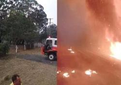 Le fiamme avvolgono tutto in 3 minuti: ecco con quale velocità si propagano gli incendi in Australia Un video diffuso dalla Dunmore Rural Fire Brigade mostra la velocità con cui si diffondono gli incendi nelle aree boschive del Nuovo Galles del Sud, in Australia - CorriereTV