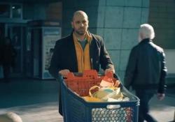 Le pagelle del Mereghetti: questa volta Checco Zalone ci fa riflettere (voto 7)  Tra una risata e l'altra, l'ultimo film dell'attore pugliese offre numerosi spunti per ragionare sui problemi del contemporaneo, come l'immigrazione  - Corriere Tv