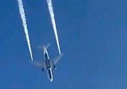 Los Angeles, un aereo scarica carburante sulle scuole: 60 intossicati Un aereo passeggeri della Delta Airlines ha scaricato carburante poco dopo il decollo da Los Angeles - CorriereTV