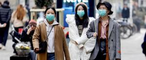 Orientali con mascherine protettive