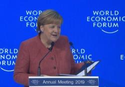 Merkel: «Io cattiva? Grazie alle politiche di austerità Portogallo e Grecia sono tornati a crescere» Il commento all'intervento della cancelliera tedesca al World Economic Forum di Davos - CorriereTV