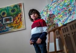 Mikail, 8 anni, celebrato come il «giovane Picasso» Nato nel 2012, il prodigio tedesco ha già trascorso metà della sua vita sotto i riflettori - CorriereTV