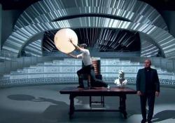 Roberto Bolle e Luca Zingaretti: l'omaggio a «Il Grande Dittatore» di Charlie Chaplin Il Ballerino e l'attore in un momento emozionante - Corriere Tv