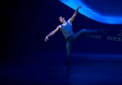 Roberto Bolle strega il pubblico di «Danza con Me»: l'emozione del suo omaggio alla Terra I passi di danza del Ballerino nello show andato in onda, per il terzo anno consecutivo, la sera di Capodanno su Rai Uno - Corriere Tv