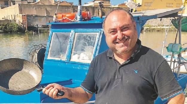 signor Fans, Paolo Bonolis, Trapani, Società