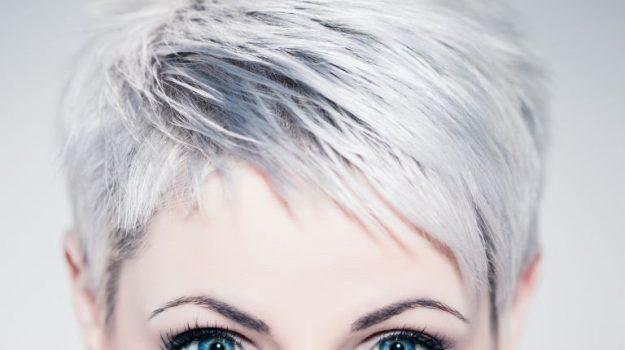 Lo stress favorisce i capelli bianchi, scoperto il motivo