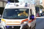 Bimbo di 18 mesi ingoia una pallina e muore soffocato: tragedia in provincia di Enna