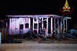 Incendio in uno stabilimento balneare a Brolo, indagini in corso