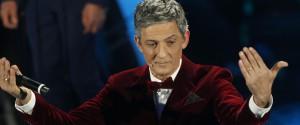 Sanremo, Fiorello trasforma l'Ariston in discoteca sulle note di Stayin' Alive