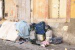 Rifiuti abbandonati in strada: multe e videosorveglianza a Caltanissetta
