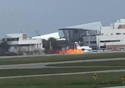 Aeroplano in fiamme atterra sulla pista L'incidente all'aeroporto internazionale di Daytona Beach, in Florida - CorriereTV