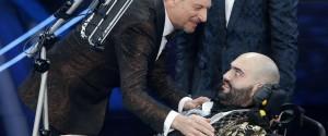 """Sanremo, sul palco l'esibizione di Paolo malato di Sla: """"Non pensate mai di non farcela"""""""