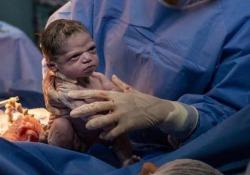 Appena nata ed ha già il broncio: il video della piccola Isabela è virale Le immagini della bimba nata il 13 febbraio scorso a Rio de Janeiro - CorriereTV