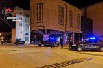 Gli rubano un borsone dall'auto e spara con il fucile ferendo un ladro: 2 arresti a Priolo