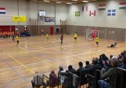 Futsal, la rovesciata perfetta di Mo Bendadi La rovesciata di Mo Bendadi del Futsal Apeldoorn ha scatenato la standing ovation di tutto il palazzetto - Dalla Rete