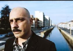 Giovanni Gulino dei Marta sui Tubi debutta da solista: ecco il nuovo videoclip di «Un grammo di cielo» in anteprima Con l'album «Urlo gigante», il cantante va da solo  - Corriere Tv