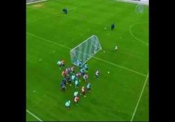 Hoffenheim, Bicakcic segna con un tiro di esterno dall'effetto magico Il numero di Ermin Bicakcic, difensore dell'Hoffenheim, squadra del campionato tedesco - Dalla Rete