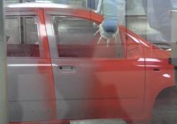 I robot che verniciano le auto a Pomigliano Come i robot collaborativi verniciano da cima a fondo un'auto sulla linea di produzione  a Pomigliano - Corriere Tv