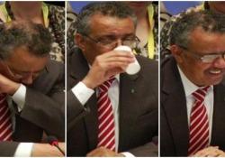 Il colpo di tosse del capo dell'Oms: «Tranquilli non è coronavirus» Il direttore generale dell'Organizzazione Mondiale della Sanità, Tedros Adhanom Ghebreyesus, stava parlando in conferenza stampa - CorriereTV