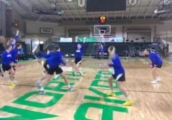 L'impresa delle ragazze del basket: 5 canestri da metà campo Il video delle cinque ragazze della squadra di basket dei Jackrabbit della South Dakota State University è virale - CorriereTV