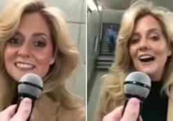 Le chiedono di interpretare «Shallow» e la pendolare canta come Lady Gaga La donna, invitata dal comico inglese Kevin Freshwater, stupisce con la celebre canzone di «È nata una stella» - Dalla Rete