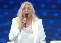 Mara Venier annuncia l'ingresso di Diodato e dice «Come si chiama?» Il siparietto durante la puntata di «Domenica In» su Rai Uno dedicata al Festival di Sanremo - Ansa