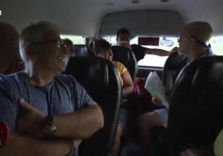 Max Giusti in lacrime a Pechino Express: «Mi manca la mia famiglia»  Il conduttore partecipa a «Pechino Express» insieme all'amico Marco Mazzocchi  - Corriere TV