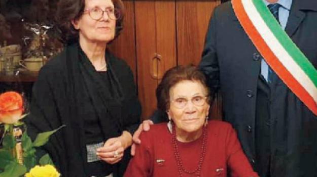La targa del sindaco per nonna Giuseppa: a Castellammare la festa per i 100 anni