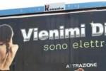 Ragusa, pubblicità sessista per uno scooter: pioggia di polemiche, l'ira del sindaco