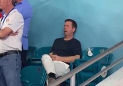 Super Bowl: il pisolino (piuttosto costoso) del tifoso nella finalissima di football Questo spettatore non sembra interessato al match. Il video è virale - CorriereTV