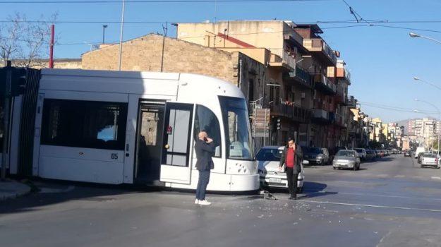 incidente, tram, Palermo, Cronaca