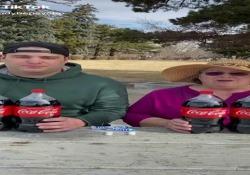 Anziani star dei social: per chi pensava che gli esperimenti Coca + Mentos fossero finiti  con contenuti ironici e sorprendenti,ricchi della saggezza tipica dei nonni, senza quell'irritante retorica paternalista che allontana immediatamente l'attenzione dei ragazzi. - Corriere Tv