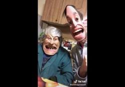 Anziani star dei social: uno degli ultimi video pubblicati da nonna Giovanna  con contenuti ironici e sorprendenti,ricchi della saggezza tipica dei nonni, senza quell'irritante retorica paternalista che allontana immediatamente l'attenzione dei ragazzi. - Corriere Tv