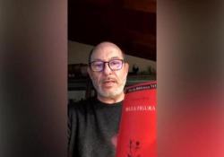 «Bella figura» di Yasmina Reza: il libro consigliato da Gian Mario Villalta per i giorni del Coronavirus «Leggere i testi teatrali ci spinge a immaginare tutto partendo solo dai dialoghi. È il trionfo della musica della lingua viva, come dice l'autrice» - Corriere Tv