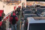 L'imbarco ai traghetti per Messina, foto scattata da medici pendolari