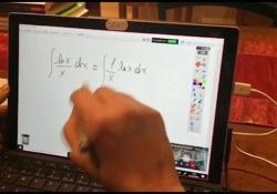 Didattica a distanza, ecco come si svolge una lezione online  Elena Gabbiani, professoressa di matematica e fisica del liceo Gioia di Piacenza  - Corriere Tv