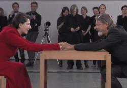 È morto l'artista Ulay, l'emozionante incontro (a sorpresa) con Marina Abramovìc al MoMa nel 2010 Durante una performance al MoMa di New York nel 2010 - Corriere Tv
