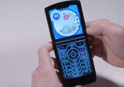 Motorola Razr, recensione video: reinventare un classico come smartphone pieghevole Bel Design con richiami vintage ma un «effetto wow» tutto moderno. Peccato per fotocamera e batteria non altezza. Il prezzo è per pochi - CorriereTV