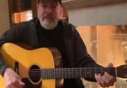 Neil Diamond riscrive «Sweet Caroline»: «Hands, washing hands» In tempi di coronavirus, il cantante statunitense Neil Diamond (79 anni) ha riscritto la sua canzone più famosa - Dalla Rete