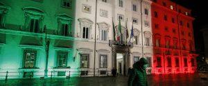 Palazzo Chigi illuminato dal tricolore