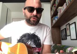 Sangiorgi e la canzone sul coronavirus: «Restiamo a casa»  - Corriere Tv