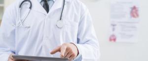 Il medico di famiglia col tablet