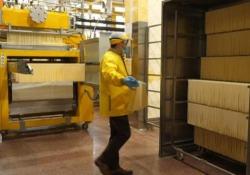 Coronavirus, i produttori pasta di Gragnano: «Perdita di entrate del 40%» L'azienda sta lentamente riprendendo la produzione di pasta - Ansa