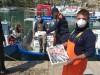Coronavirus, i pescatori di Castellammare donano 70 chili di pesce alle famiglie bisognose