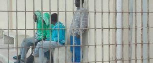 Migranti all'interno dell'hotspot di Pozzallo (Ragusa)