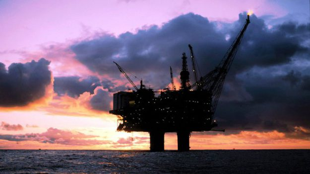 Petrolio, Sicilia, Economia