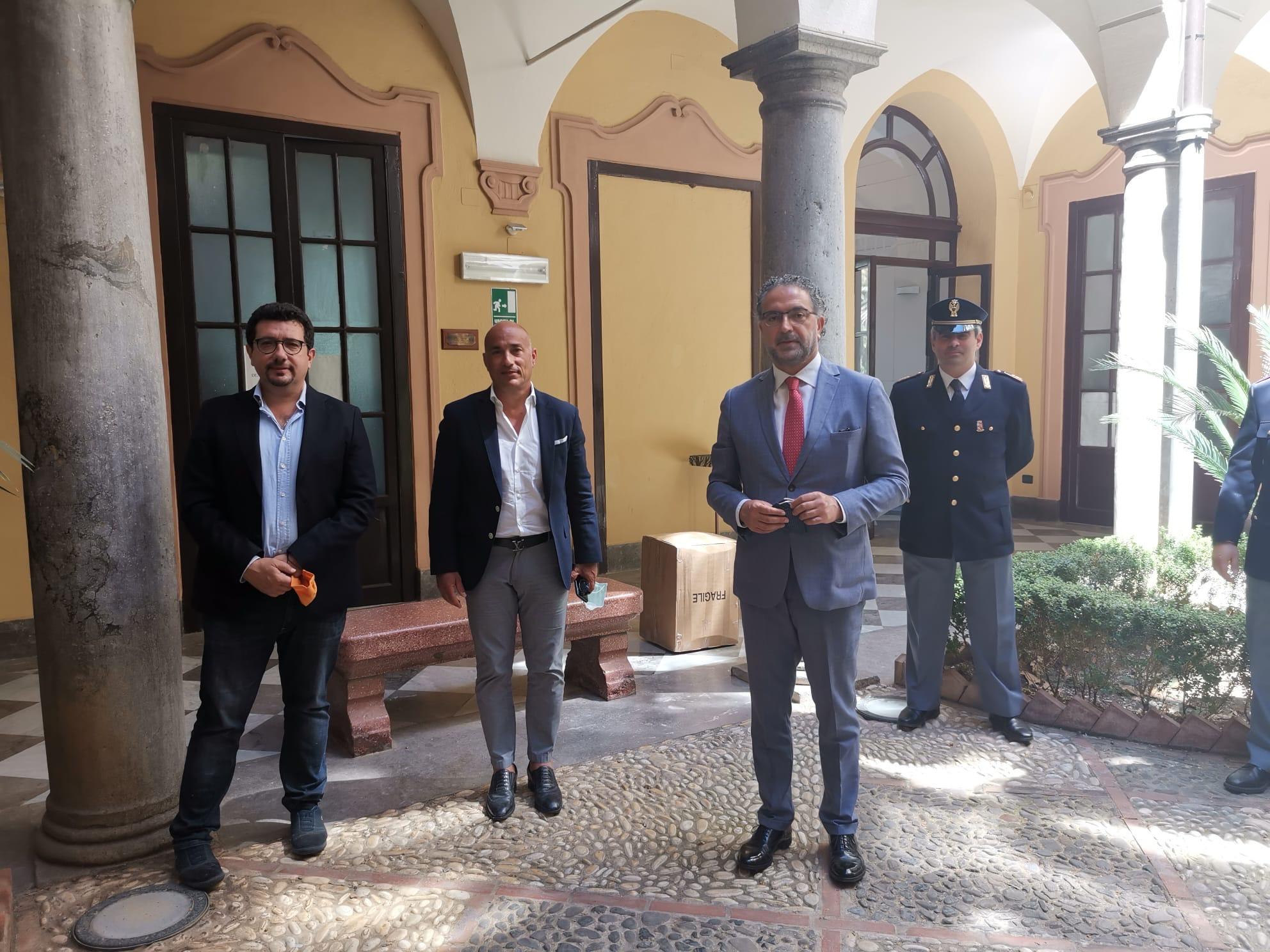 Fase 2, donate 1200 mascherine alla questura di Palermo ...