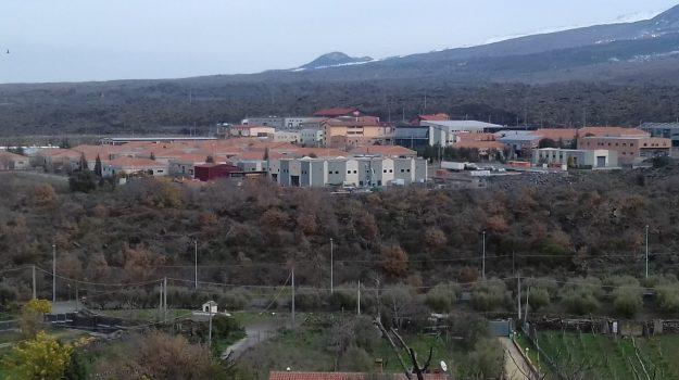 affitto, bronte, Catania, Economia