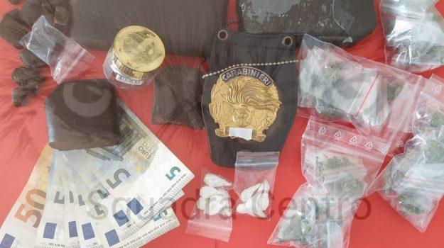 Nasconde droga in casa dei genitori, arrestato pusher a Siracusa